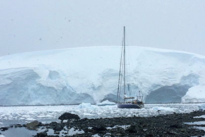 voilier en antarctique