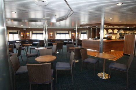 Ocean Endeavour aurora-lounge
